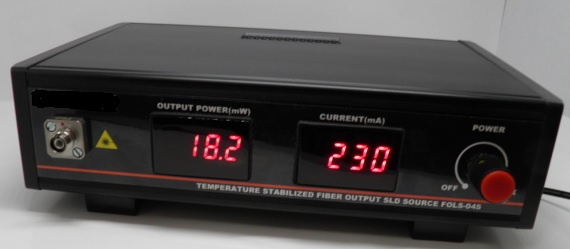 アイソレータ内蔵高出力970nm帯スーパールミネセント光源